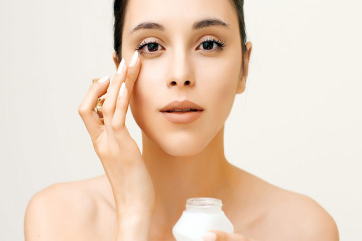 Signs of Ageing? Know How to Make Your Own Under-Eye Gel