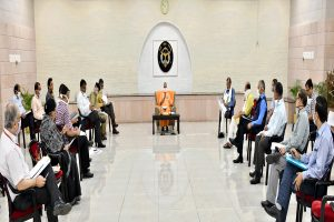CM Yogi discusses State's situation with Corona Warriors