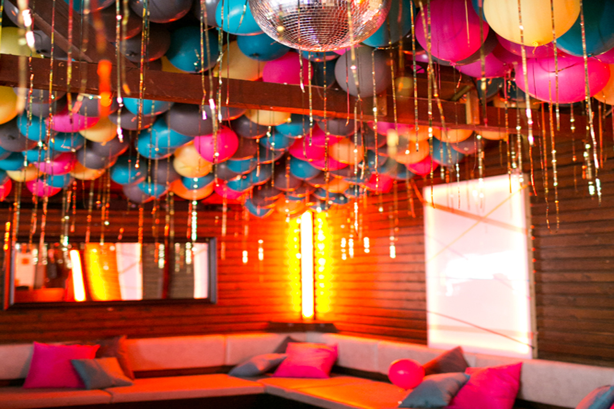 Count on these AMAZING tips to host a house party