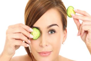 Beauty DIY: Try this Soothing Mask For Your Tired Eyes