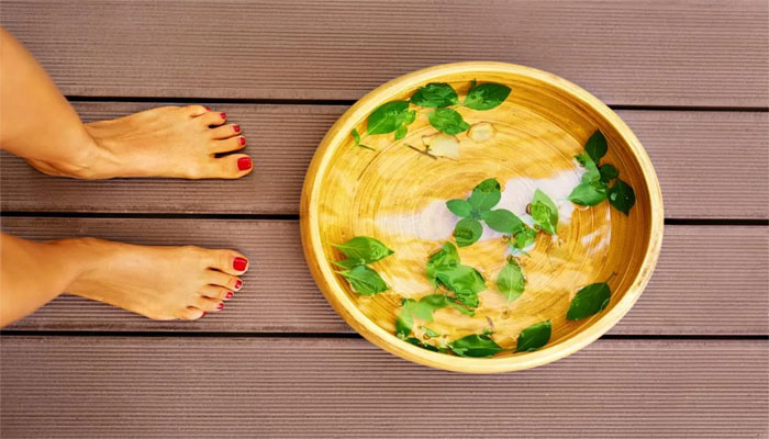 Try these easy foot baths if you cant stand smelly feet