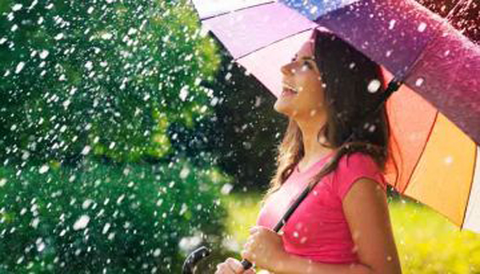 Worried About Hairfall in Monsoon? Check out the Remedies