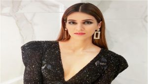 Birthday Special: B-Town Wishes Gorgeous 'Kriti Sanon' On Her 30th B'day