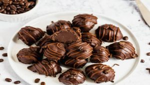 Begin Your Week With This Super Delicious,Easy Choco Truffles