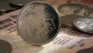 Rupee inches 4 paise higher to 73.27 against US dollar in early trade