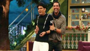 Kapil gifts Cash counting machine to Akshay; Watch his reaction!