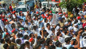 Cong holds silent protests; FIR against over 500 Cong workers for Oct 3 ruckus at DND