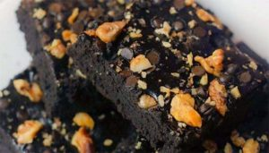 You must try this drooling recipe of chocolate atta brownies