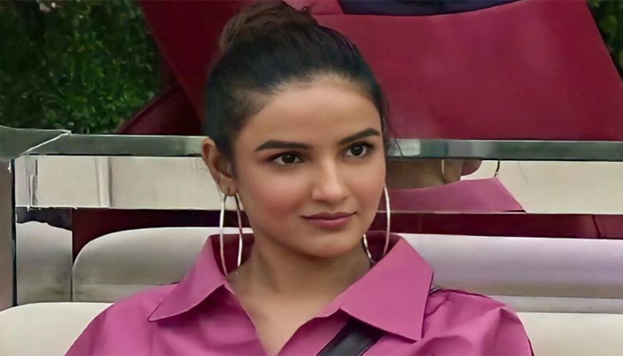 Bigg Boss 14: Jasmin Bhasin gets evicted; Salman & housemates get emotional