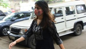 Rhea Chakraborty reaches NCB office with Showik to mark attendance, talks to paparazzi