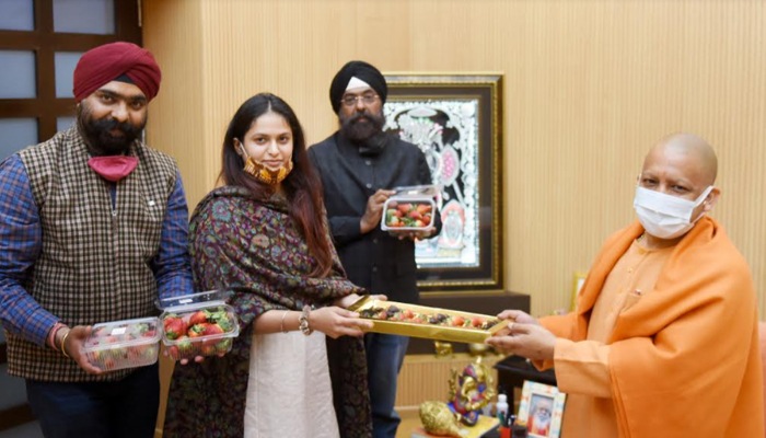 Jhansi strawberry cultivator meets Yogi Adityanath, day after PM praises her