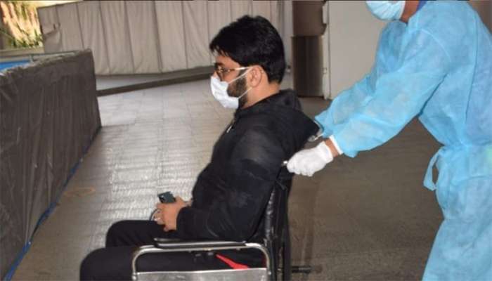 Comedian Kapil Sharma spotted at the airport in a wheelchair; fans worried