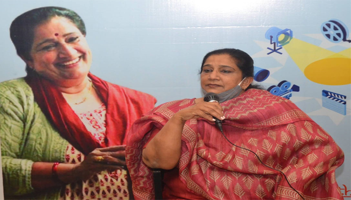 Filmmaker Seema Pahwa attends Lucknow Film Forum, teaches acting & directing