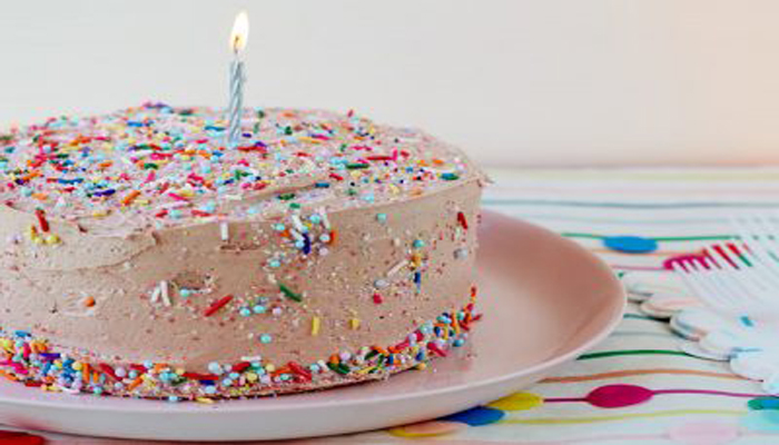 Make SUPER easy and delicious Birthday Cake in just 15 minutes