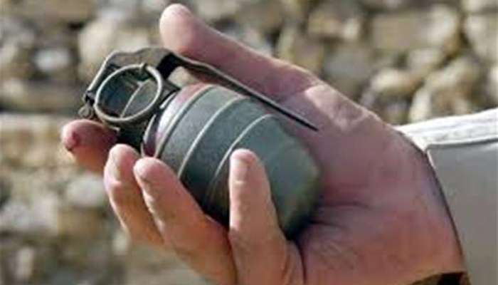 Cop throws back grenade flung by militant; saves 15 colleagues
