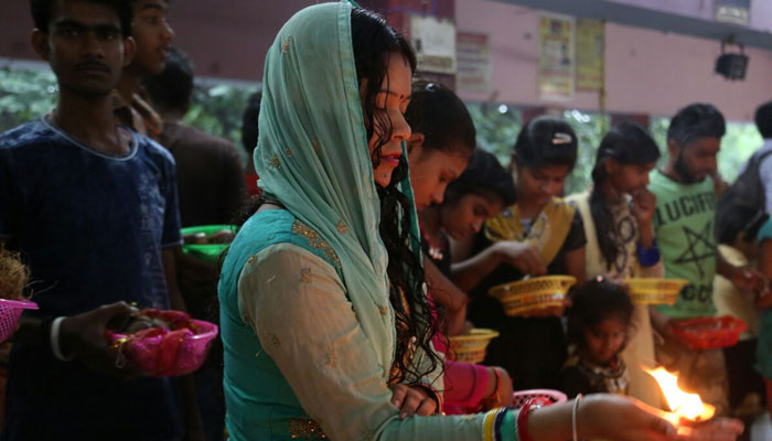 Devotees seek Devis blessings on the first day of Navratri