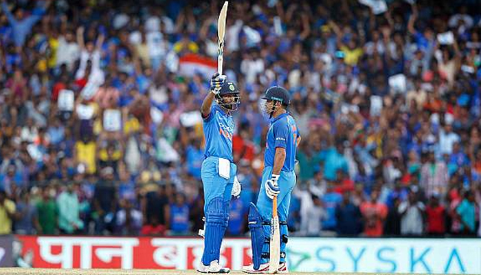 Ind vs Aus: Dhoni, Pandyas serious hammering help India post 281