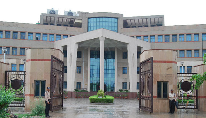 IIM Lucknow overcomes GST, note ban; scores 100 per cent placements