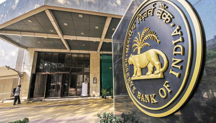 RBI keeps rate unchanged, lowers 2017-18 growth projection