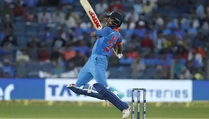 Dhawan, Karthik power India to 6-wicket victory over New Zealand
