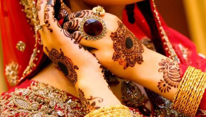 Karvachauth special: Spread henna aroma with these mehandi designs