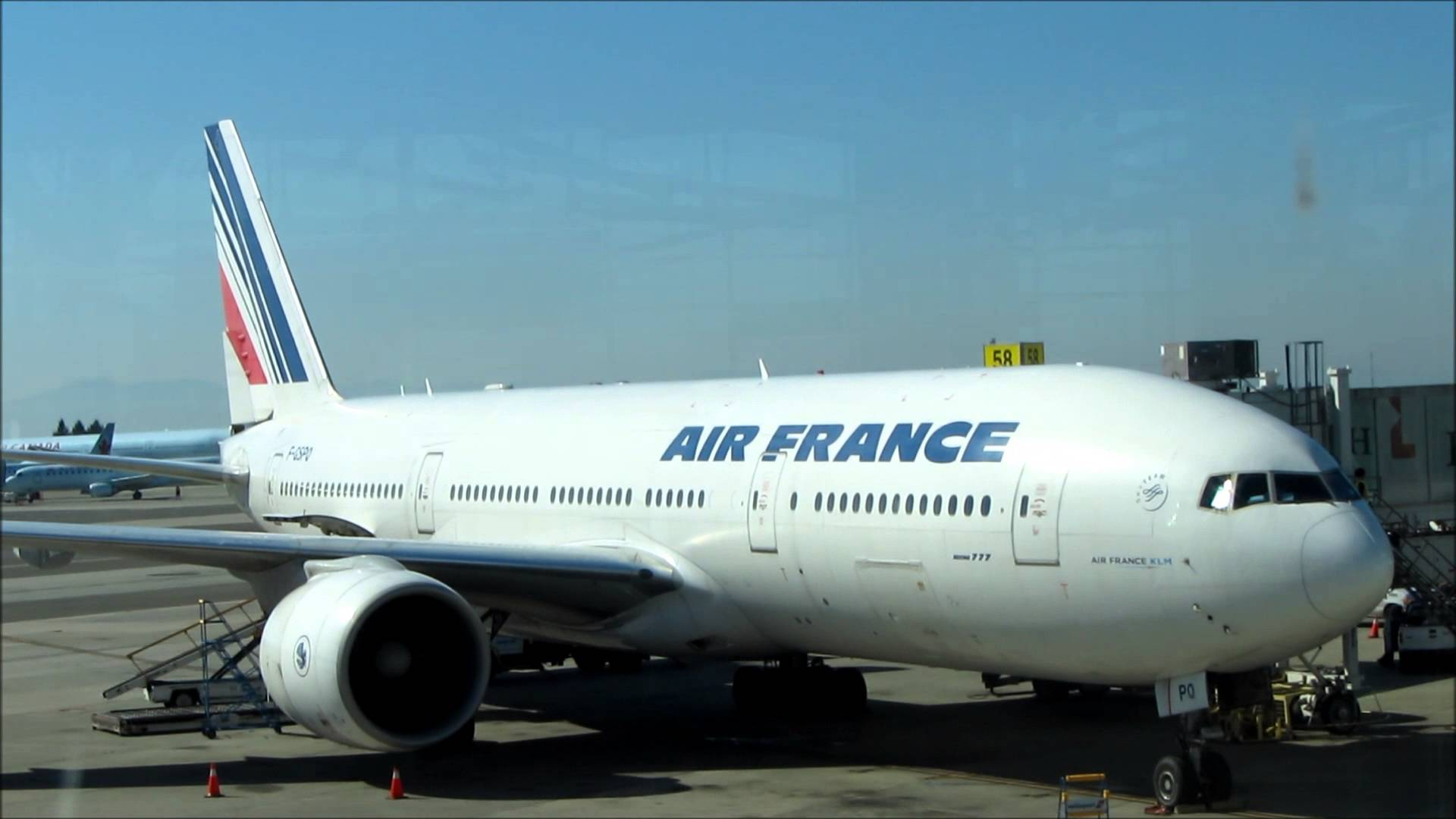 Air France plane forced to land in Canada after engine blowout