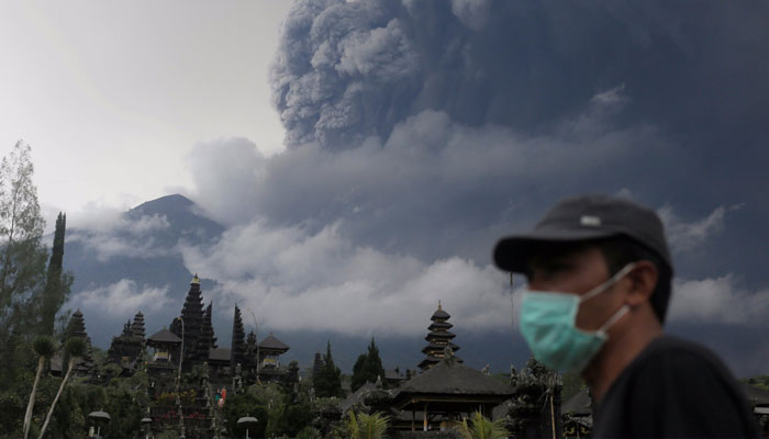 Bali airport closure extended following volcanic ash eruption