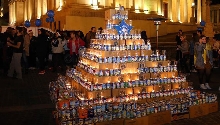 This Christmas milk tree feeds thousands in Greece