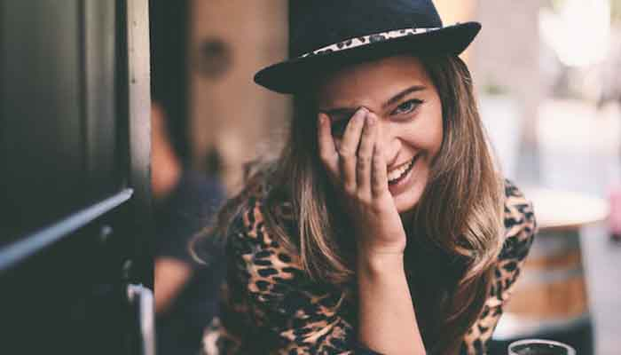 10 things girls do unintentionally but make boys fall for them