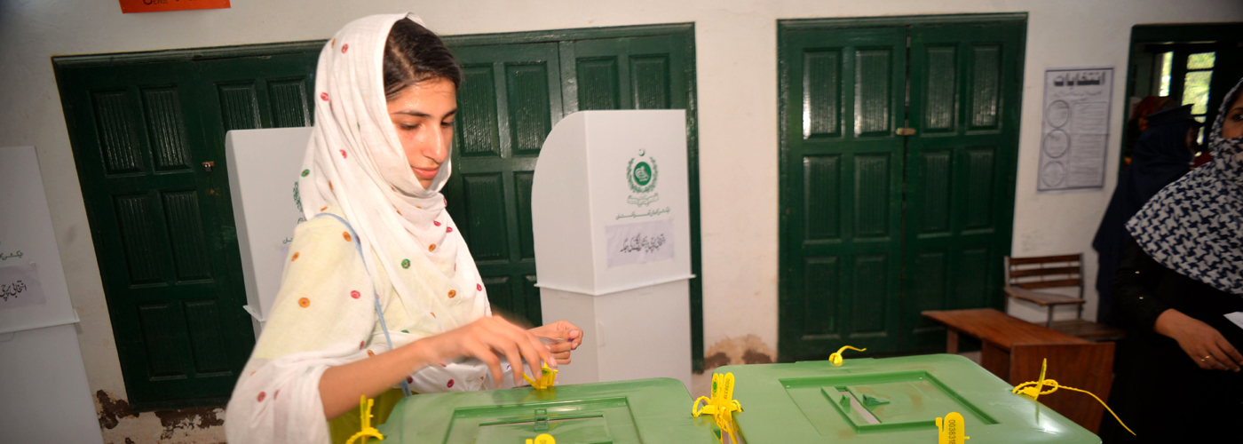 Polling ends in Pakistan, 37 killed in violence