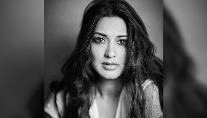 Sonali Bendre battling cancer; Bollywood stars hope for speedy recovery