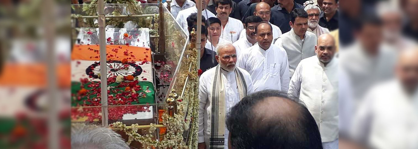 Modi, Shah walk with sea of mourners to bid adieu to Vajpayee