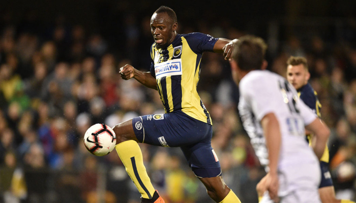Bolt turns down contract, continues football career in Australia