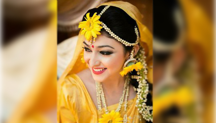How to style a bride with flowers for haldi function | Check pics